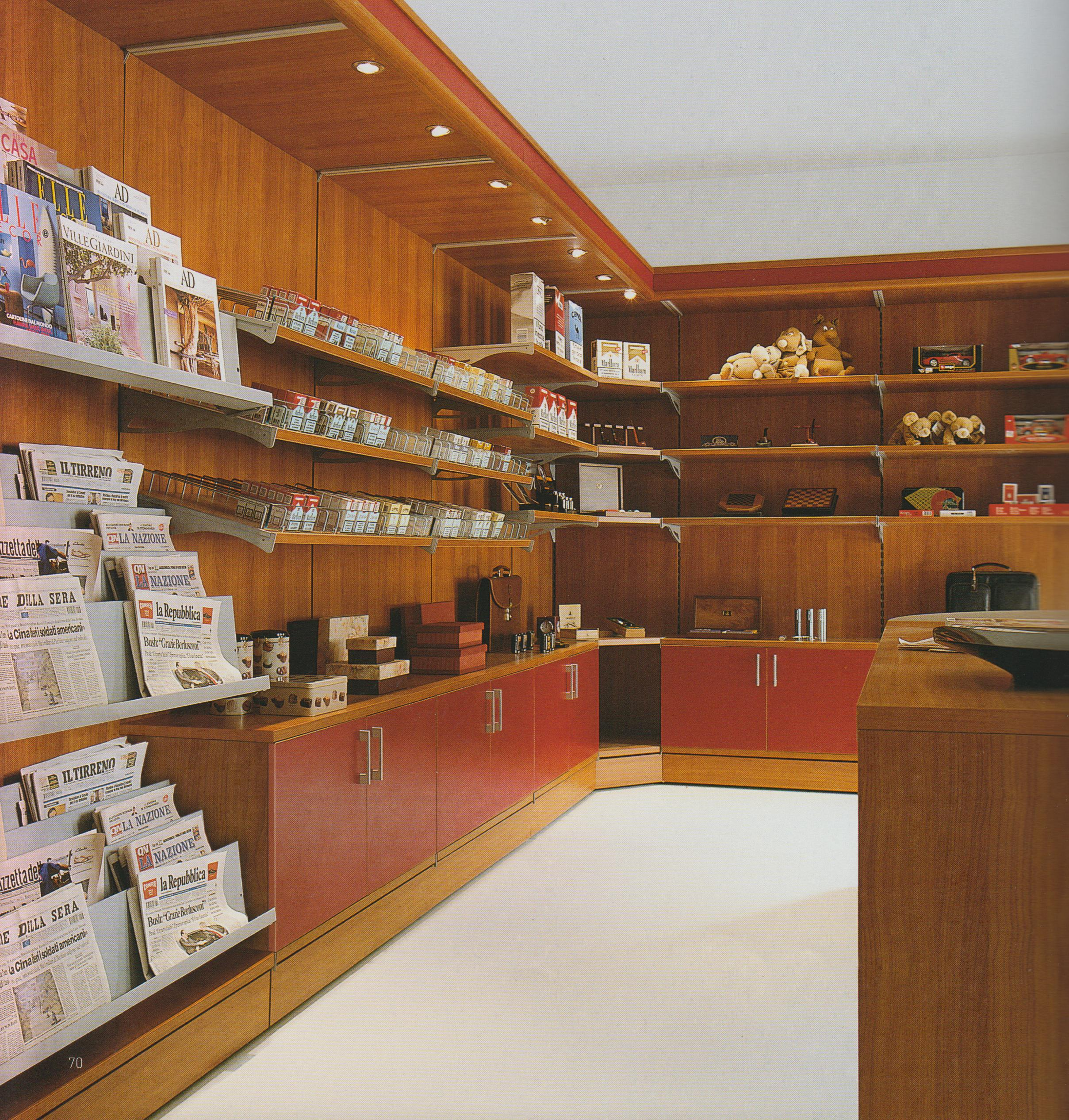 Arredamento negozi tabaccherie edicole arredo negozio for Piani di garage con lo spazio del negozio