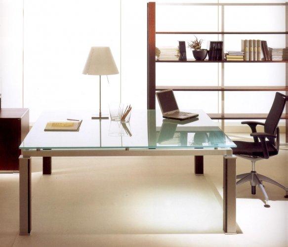 Scrivanie in vetro per ufficio kut di capital collection for Scrivanie in vetro e acciaio